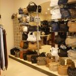"""Торговое оборудование для магазина сумок в ТК """"Капитолий"""""""