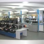 Торговое оборудование и витрины для магазина ноутбуков