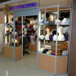 Производство стеклянных витрин для магазинов одежды