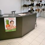 Торговое оборудование и вешалки для магазина одежды
