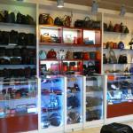 Изготовление прилавков и витрин для магазина сумок