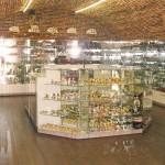 Изготовление торговых витрин и стендов для магазина сувениров