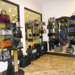 Торговое оборудование для магазина сумок в ТК Миллер