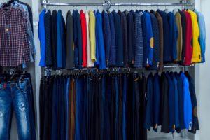Пристенная боковая развеска одежды