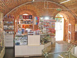 Кассовая стойка в магазине сувениров