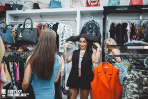 Развеска одежды на кронштейнах хром