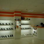 Торговое оборудование и полки для магазина обуви
