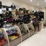 """Изготовление прилавков и витрин для магазина сумок в ТК """"Капитолий"""""""