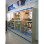 Стеклянные витрины для магазина косметики