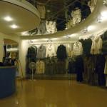 Торговое оборудование и вешалки для магазина шуб