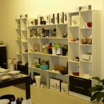 Полки и шкафы для магазина интерьерных товаров