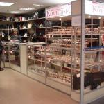 """Прилавки, полки и витрины для магазина сумок в ТК """"Атмосфера"""""""