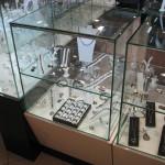 Изготовление стеклянных прилавков для ювелирного отдела