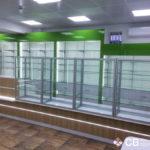 Линия прилавков и задняя линия в аптеке