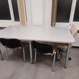 Стол из столешницы ЛДСП и круглых ножек для дома и офиса